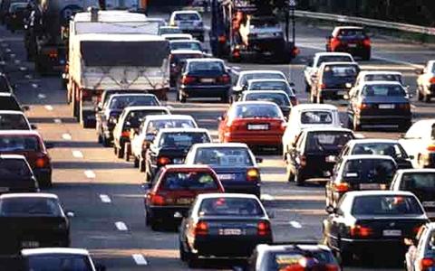 Magyaroszágon 2010-ben nyilvántartott autók száma kb. 4,2 millióra növekedett.